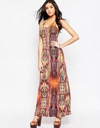 Платье макси с принтом QED London - Оранжевый многоцветный