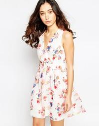 Платье с запахом спереди и принтом тюльпанов Iska - Розовый