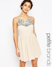 Короткое приталенное платье с вышивкой на топе Maya Petite - Телесный