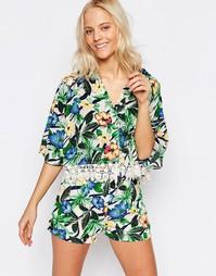 Блузка с тропическим принтом и кружевной отделкой Girls on Film