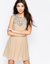 Приталенное платье со свободной юбкой и отделкой на кокетке Liquorish