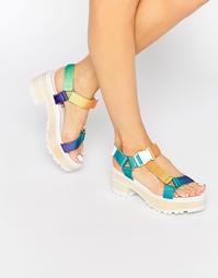 Разноцветные сандалии на массивном каблуке Eeight Valentina