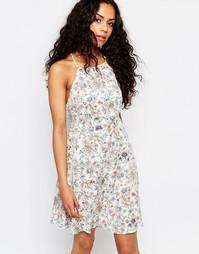 Приталенное платье с цветочным принтом и высокой горловиной Brave Soul