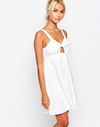 Платье на бретельках с бантом спереди Fashion Union - Белый