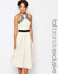Короткое приталенное платье с отделкой Little Mistress Tall - Кремовый