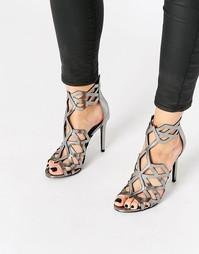 Сандалии цвета металлик с геометрическими вырезами Kendall & Kylie Ele