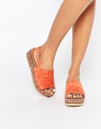 Замшевые коралловые сандалии на плоской платформе Faith Jarvis