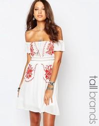 Платье с открытыми плечами и вышивкой в стиле фолк Glamorous Tall