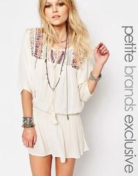 Платье с вышивкой на кокетке Glamorous Petite - Кремовый