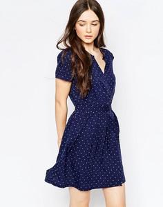 Темно-синее короткое приталенное платье в горошек Vila - Синий принт