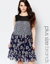 Свободное платье с кроше, сеточкой и цветочным принтом Lovedrobe Plus