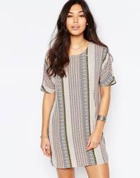 Цельнокройное платье с геометрическим принтом Vila - Peach blush print