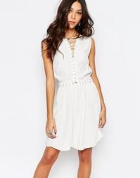 Короткое приталенное платье с люверсами First & I - Чистый