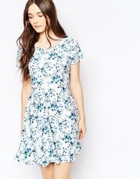 Короткое приталенное платье с пестрым принтом Vila - Белый принт