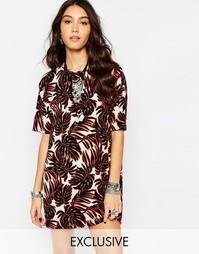 Платье-футболка с лиственным принтом Reclaimed Vintage - Мульти