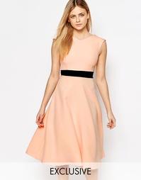 Приталенное платье миди с контрастным поясом Vesper
