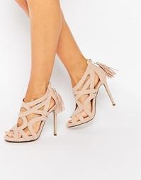 Сандалии на каблуке с решетчатым дизайном и кисточками Missguided