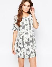 Цельнокройное платье с цветочным принтом в полоску Yumi
