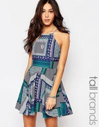 Платье с расклешенной юбкой и молнией сзади Influence Tall - Мульти