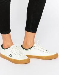 Белые холщовые кроссовки с каучуковой подошвой и контрастным кантиком Fred Perry