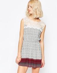 Короткое приталенное платье с принтом и отделкой кроше Brave Soul