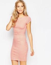 Облегающее платье в ломаную клетку с короткими рукавами Closet - Peach
