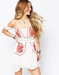 Платье с вышивкой и открытыми плечами Glamorous - Белый