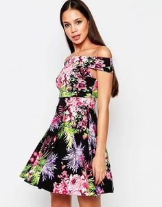 Короткое приталенное платье с открытыми плечами и тропическим принтом Vesper