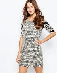 Цельнокройное платье с контрастным принтом на рукавах Maison Scotch