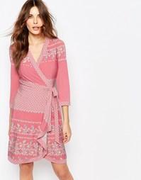 Трикотажное платье с запахом и принтом BCBGMaxAzria Adele - Pink coral