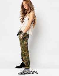 Камуфляжные брюки бойфренда Reclaimed Vintage - Хаки