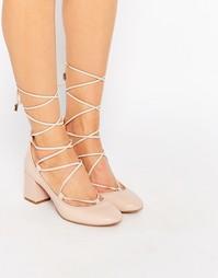 Телесные замшевые туфли на среднем каблуке со шнуровкой Carvela Aid