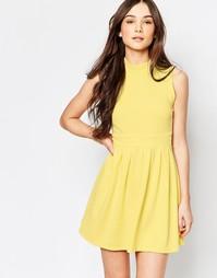 Короткое приталенное платье с высокой горловиной Wal G - Желтый