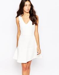 Короткое приталенное платье Y.A.S Loua - Белый