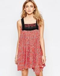 Красное платье мини с вышивкой спереди Hazel - Красный