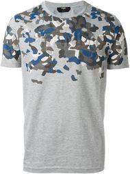 футболка с камуфляжным принтом  Fendi