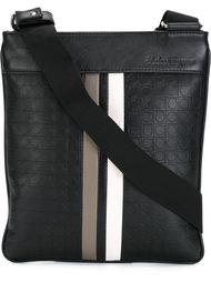 сумка-почтальонка с тиснением Gancio Salvatore Ferragamo