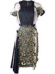 плиссированное платье с цветочной вышивкой Sacai