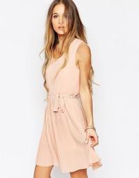 Короткое приталенное платье с плиссированной юбкой Daisy Street