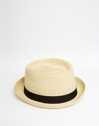 Соломенная шляпа с круглой плоской тульей и черной лентой ASOS