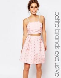 Укороченная майка в фактурный горошек True Decadence Petite - Розовый