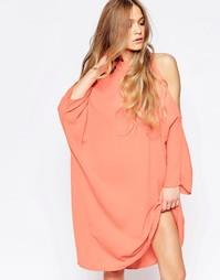 Цельнокройное платье с открытыми плечами Liquorish - Коралловый