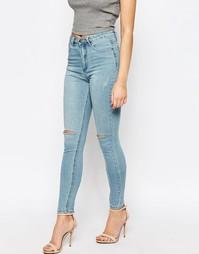 Светлые джинсы скинни с рваными коленями Boohoo - Синий