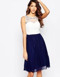 Короткое приталенное платье с пышной юбкой Laced In Love