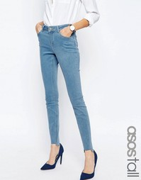 Cветлые джинсы скинни с классической талией и необработанной асимметри Asos Tall