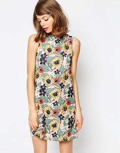 Цельнокройное платье с цветочным принтом и оборкой ASOS - Мульти