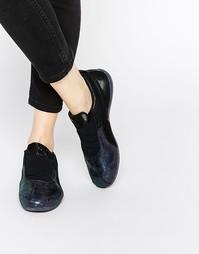 Черные кроссовки с эффектом металлик Puma Eskiva Low Deep Summer