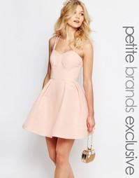 Атласное платье мини для выпускного Chi-Chi London Petite - Коралловый