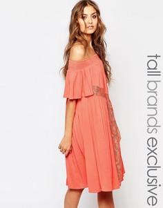 Короткое приталенное платье с открытыми плечами Y.A.S Tall