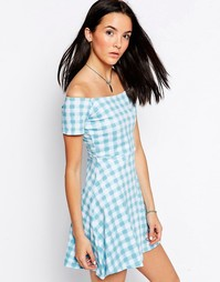 Платье в клеточку с открытыми плечами Motel Catalina - Синий
